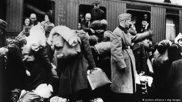 Ukrainian president mistakenly tweets picture of Jews deported by Nazis
