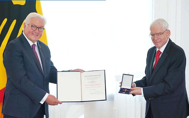 Central Council President Schuster receives German Order of Merit